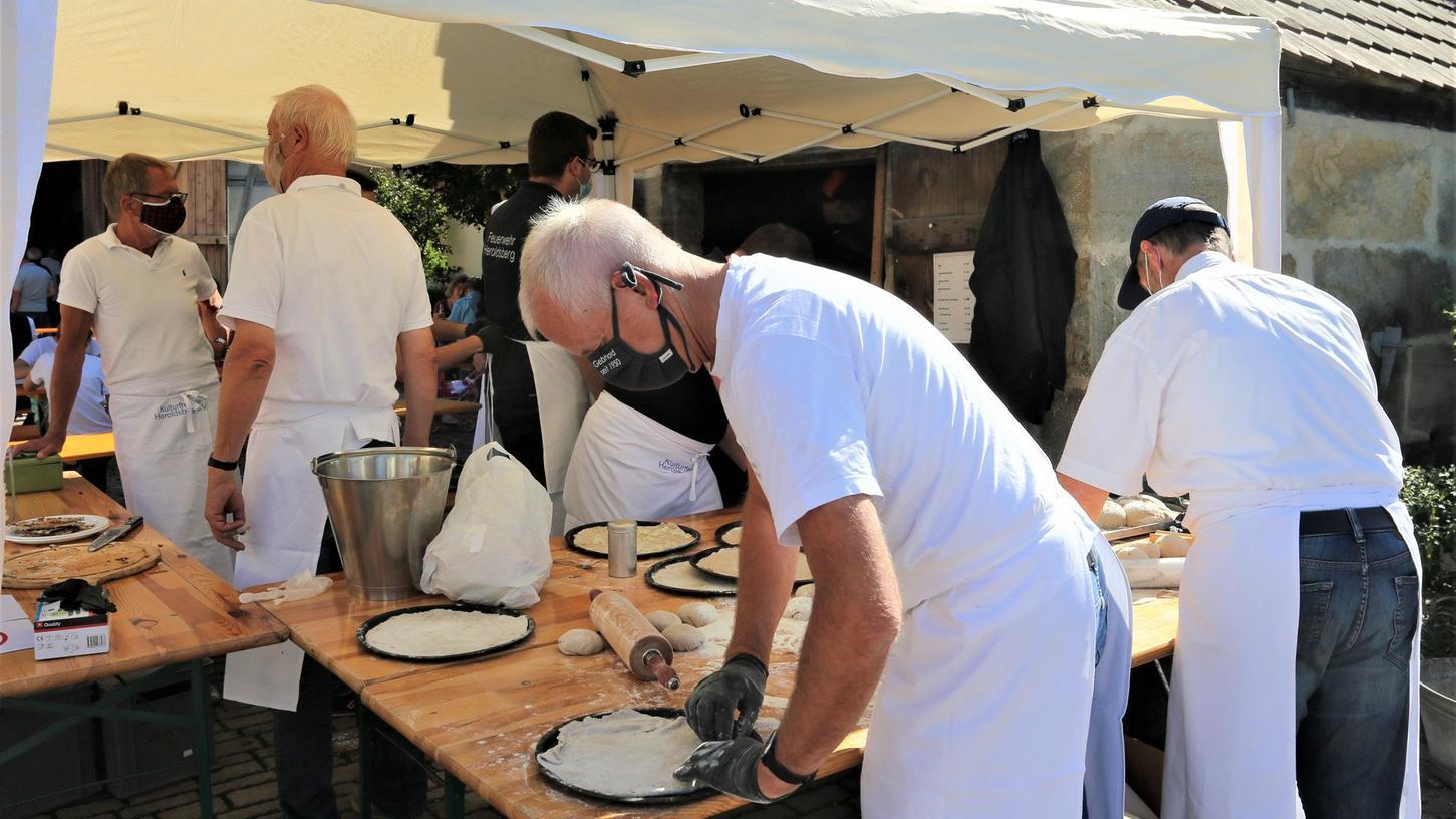 Bei den Heroldsberger Herbsttagen wird am Sonntag, 19. September, Brot auf die traditionelle Art gebacken.