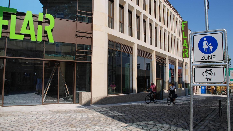 Zwischen Moststraße und Amtsgericht wurde die Hallstraße erneuert. Bis zum Mai soll dann auch der Theatervorplatz umgestaltet sein.