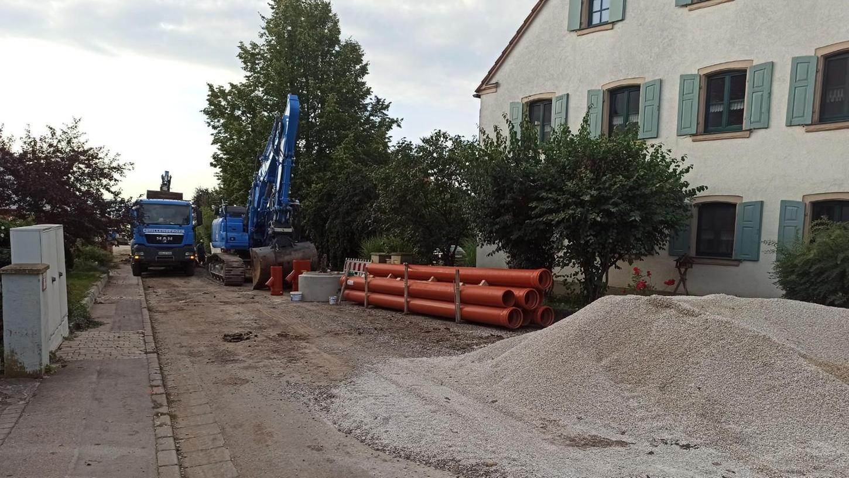 Die Ortsdurchfahrt von Wachenhofen und damit einer der Querverbindungen über  die Altmühl ist bis Jahresende gesperrt. Grund ist der neue Kanal, der in dem  Alesheimer Ortsteil verlegt werden muss.