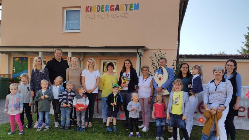 Nach zwei sehr anstrengenden Jahren hat der Alesheimer Kindergarten nun wieder  geöffnet. Die Freude im Ort war groß und man feierte das Ereignis gemeinsam.