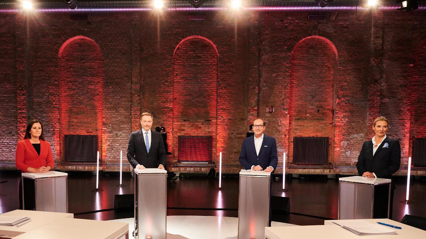 Janine Wissler,Linke-Parteivorsitzende, Christian Lindner, FDP-Parteivorsitzender, Alexander Dobrindt, CSU-Landesgruppenchef und Alice Weidel, AfD-Fraktionsvorsitzende liefern sich in der Live-Sendung