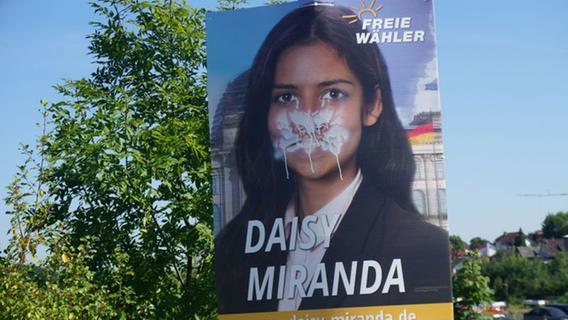 Plakat-Zerstörungen: Polizei sucht nach Zeugen