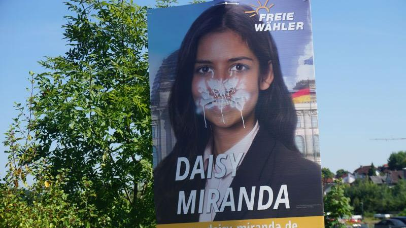 Die Polizei ermittelt gegen den oder die Täter, die Wahlplakate der Freien Wähler demoliert haben. Foto: Werner Sturm