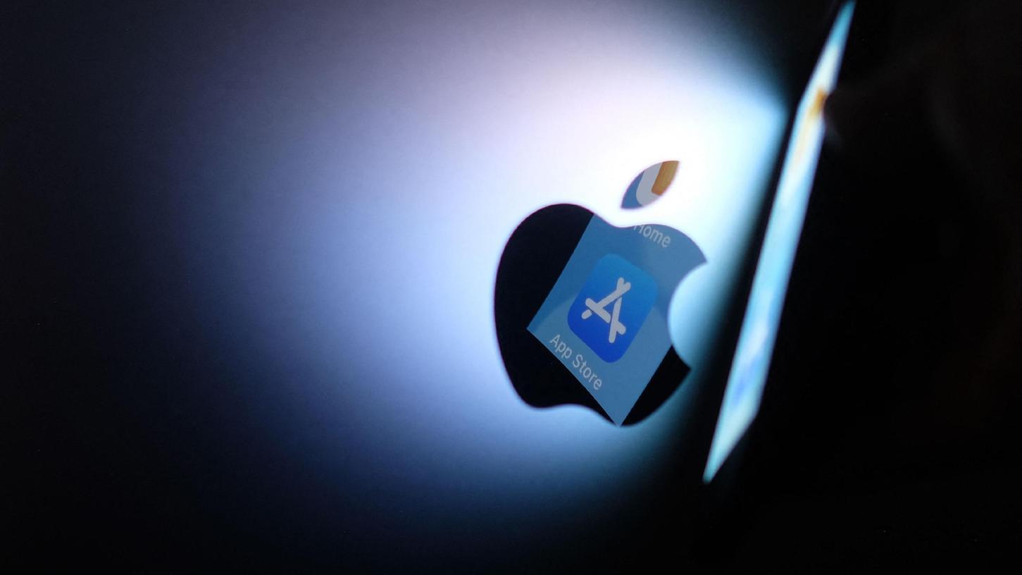 Am Tag vor dem großen Produkt-Event musste Apple eilig eine Sicherheitslücke in der Software der iPhones und iPads schließen, über die laut Experten Nachrichten im hauseigenen Chatdienst iMessage ausgespäht werden können.