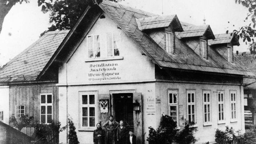 Erste Erfahrungen sammelte Rudolf Fritsche quasi von Kindheit an - im Laden seiner Mutter Franziska. Sie verkaufte im Heimatort Spirituosen, Weine und Tabak.