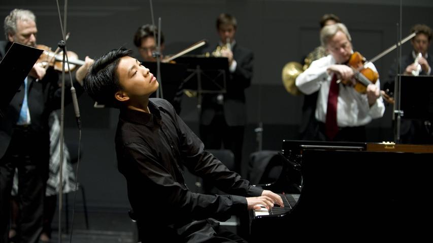 Kit Armstrong eröffnet die Saison des Erlanger Konzertveranstalters GVE. In der Heinrich-Lades-Halle dürfen wieder alle Plätze verkauft werden.