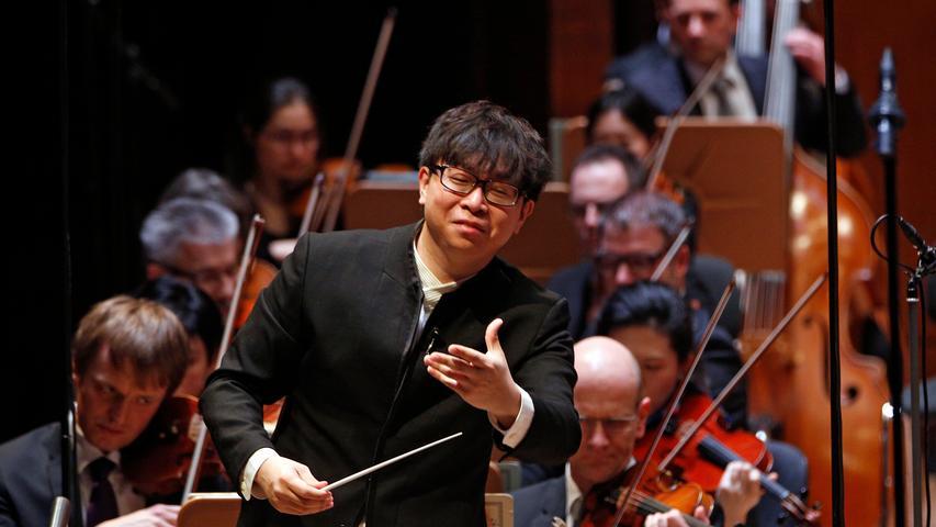 Vorsichtiger gehen es die Nürnberger Symphoniker unter Chefdirigent Kahchun Wong an: In den ersten Konzerten der Saison dürfen nur 700 Zuschauer in die Meistersingerhalle.