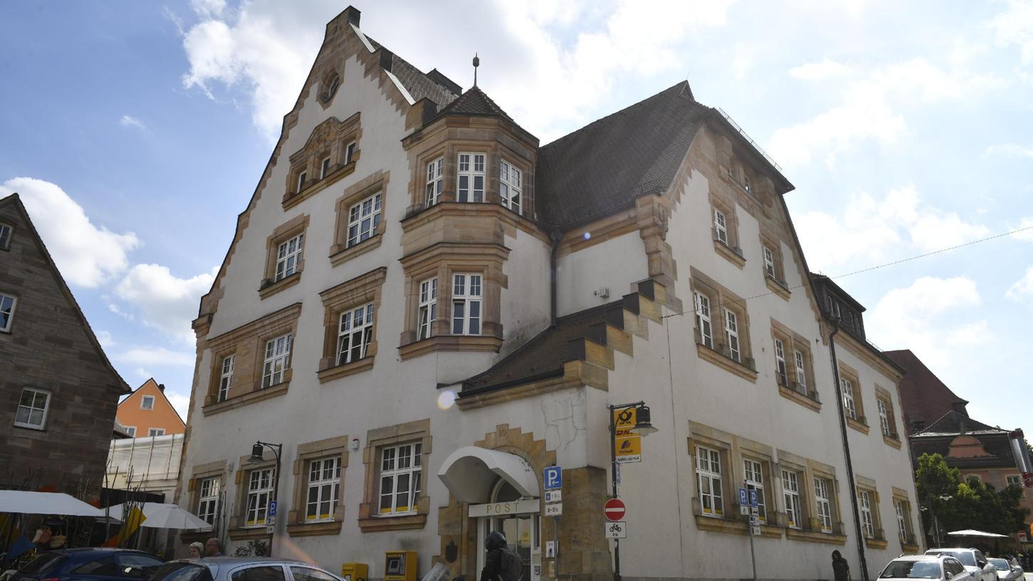 Zentrale Immobilie in Roths guter Stube: Die Postbank, unter deren Regie der Betrieb läuft, wird ihre Filiale dort im kommenden Jahr schließen, weil sie sich nicht mehr rechnet.