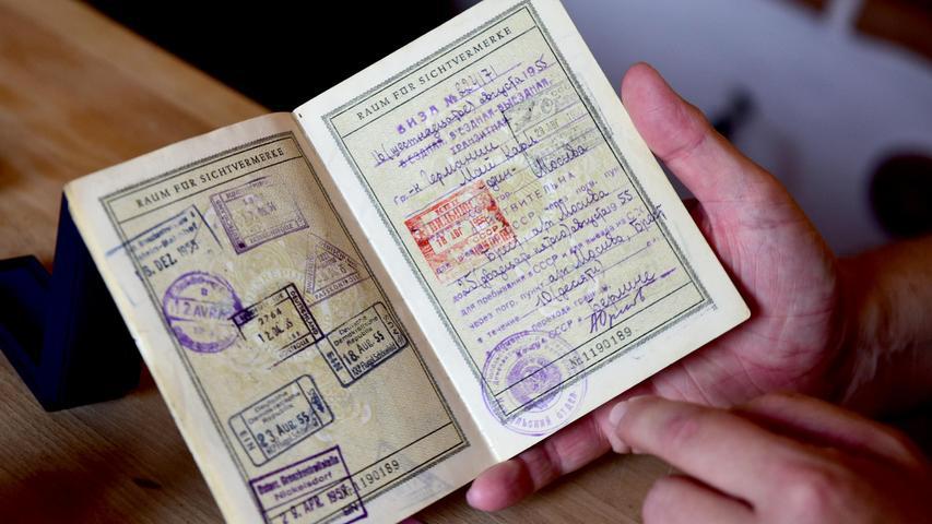 Teil der Sammlung ist auch der Reisepass von Charly Mai, der einen großen historischen Wert hat. Auf dieserSeite haben die sowjetischen Behörden alle Infosfür das Spiel Deutschlands gegen die Sowjetunion vermerkt. 1955 trafen sich die beiden Länder erstmals seit dem Ende des Zweiten Weltkriegs, die Partie ging als