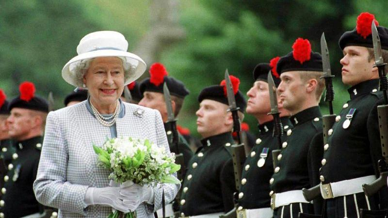 ...hat Elizabeth II. es schon in den Olymp der Modewelt geschafft.