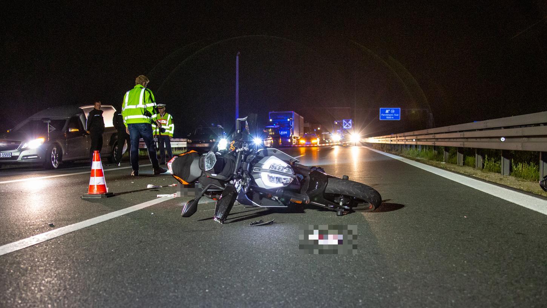 Ein 17-Jähriger ist am Dienstagabend auf der A73 ums Leben gekommen.