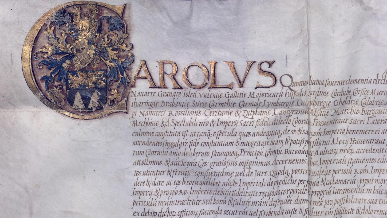 Ausschnitt aus dem Wappenbrief von 1523: Die Initiale C für Carolus (Karl) mit dem neuen Frauentraut-Wappen. Sieht eindrucksvoll aus, stammt aber nicht von Kaiser Karl V.