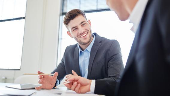 Wir bieten einen attraktiven Berufseinstieg durch die Kombination aus beruflicher Praxis und begleitendem Lernen