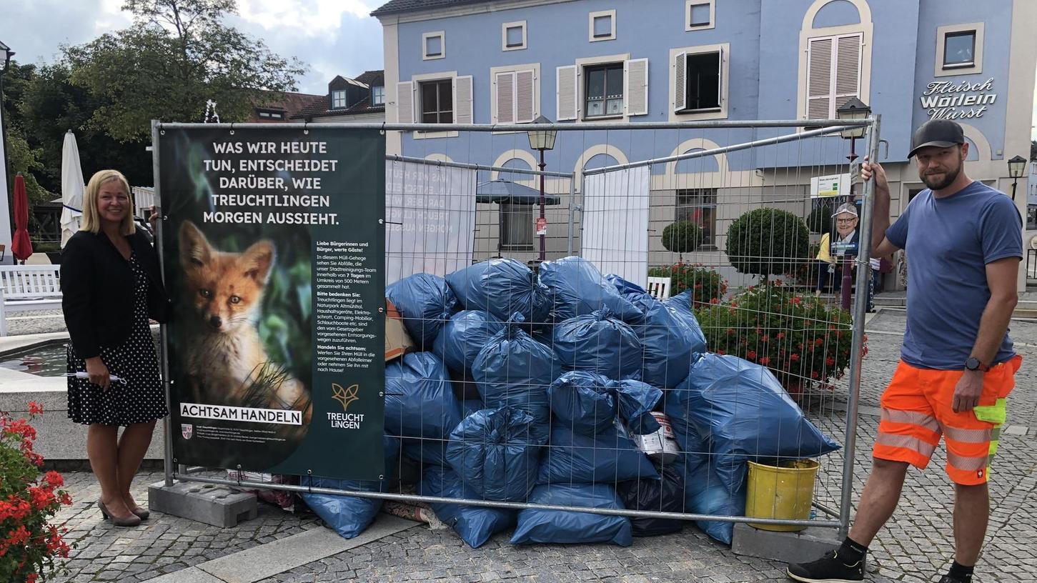 Bürgermeisterin Kristina Becker und Sebastian Kutzsche waren enttäuscht, aber wenig überrascht, von der schieren Menge an Müll, die binnen einer Woche illegal in einem Radius von 500 Metern um das Treuchtlinger Rathaus abgeladen wurde.