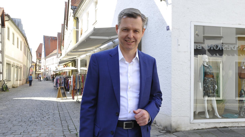 In Hirschaid daheim, in Berlin bei der Arbeit – oder zum Fototermin in der Forchheimer Apothekenstraße: Thomas Silberhorn tritt wieder als CSU-Direktkandidat zur Bundestagswahl an.