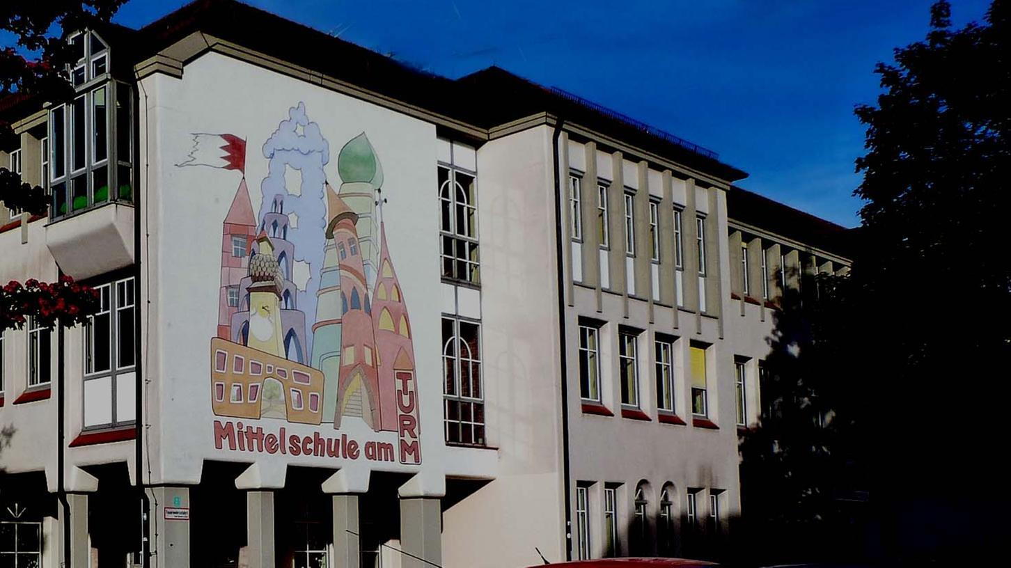 """Zu den """"Macherschulen"""" im bayerischen Schulsystem kann sich auch die Neustädter """"Mittelschule am Turm"""" zählen und auf """"jahrgangsübergreifendes Lernen"""" zum Schuljahr 2022/2023 einstellen."""