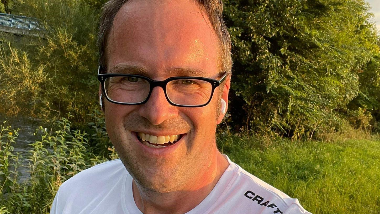 Hier läuft der Oberbürgermeister: Florian Janik beim Joggen an der Regnitz.
