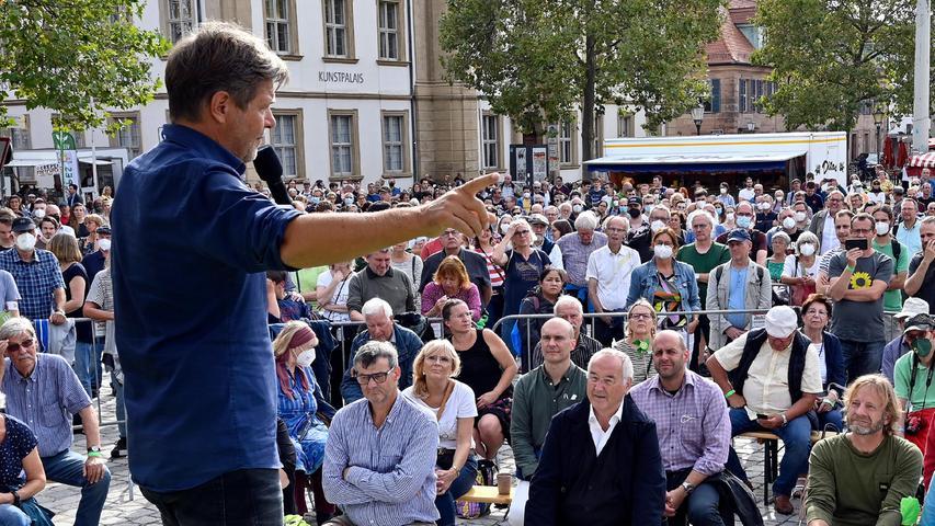 Robert Habeck von den Grünen lockte Hunderte auf den Schlossplatz in Erlangen