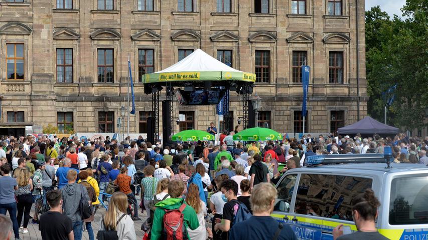 Etwa 400 Zuhörer kamen für den Grünen-Politiker aufden Schlossplatz.