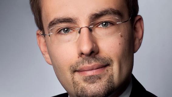 Dr. Adam Sagan arbeitet seit 2018 als Professor an der Universität Bayreuth. Er ist Inhaber des Lehrstuhls für Bürgerliches Recht sowie europäisches und deutsches Arbeitsrecht. Promoviert hat er über den Artikel 28 der Europäischen Grundrechtecharta, dem Recht auf Kollektivverhandlungen und -maßnahmen wie Tarifverträge oder Streiks