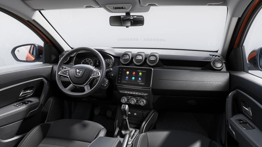 Weil das Smartphone via Apple CarPlay oder Android Auto eingebunden wird, geht es auch ohne werksseitig verbautes Navi.
