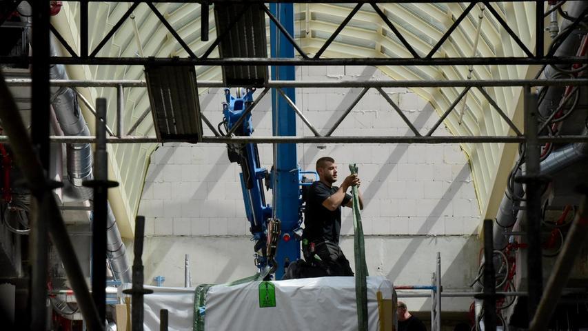 """Seit Wochen wird mit Hochdruck für die Fertigstellung geackert, bis zu 1000 Menschen sind damit beschäftigt. """"Wir arbeiten mit durchgetretenem Gaspedal"""", sagte Projektleiter Marcus Gergele gestern auf FN-Anfrage, überall werde letzte Hand angelegt."""