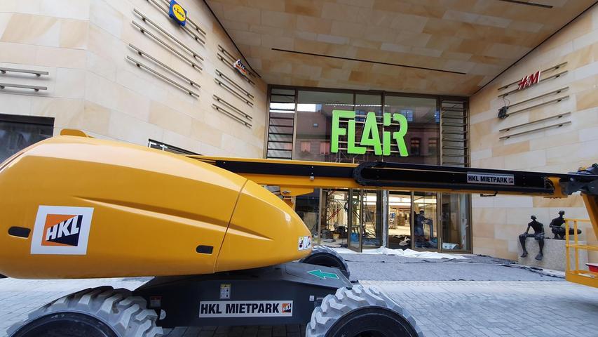 Massive Veränderung: So sieht der sehr auffällige Zugang zum Einkaufszentrum in der Schwabacher Straße nach dem Umbau aus . . .