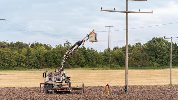 Bagger beschädigt Stromkabel: Autobahn muss gesperrt werden