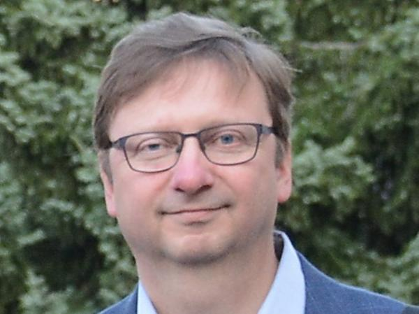 Achim Bräuning istProfessor am Institut für Geographie der Friedrich-Alexander-Universität Erlangen-Nürnbergund vermisst mit sein Teamüber 100 Bäumein ganz Bayern.