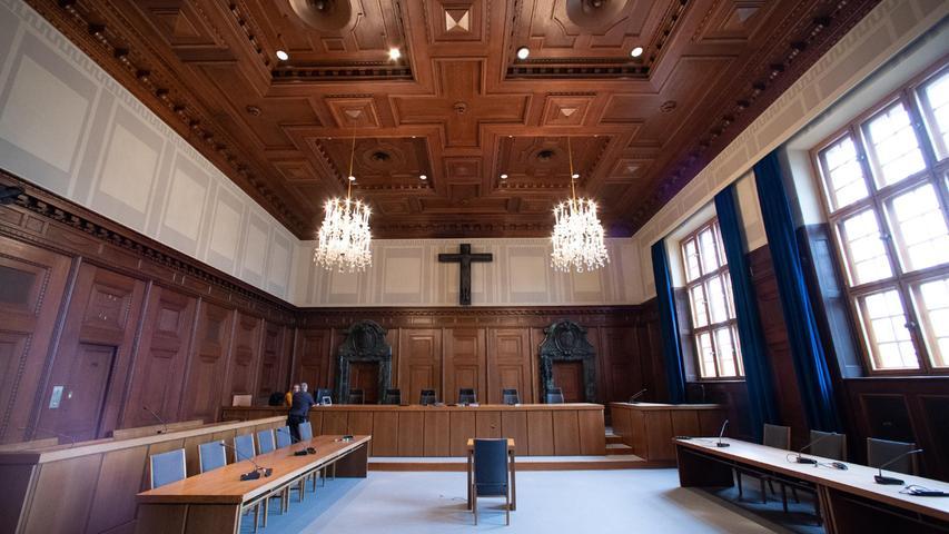 Die Nürnberger Prozesse gegen führende Nationalsozialisten werden jetzt im historischen Gerichtssaal als Dokumentartheater erlebbar. Das Stück