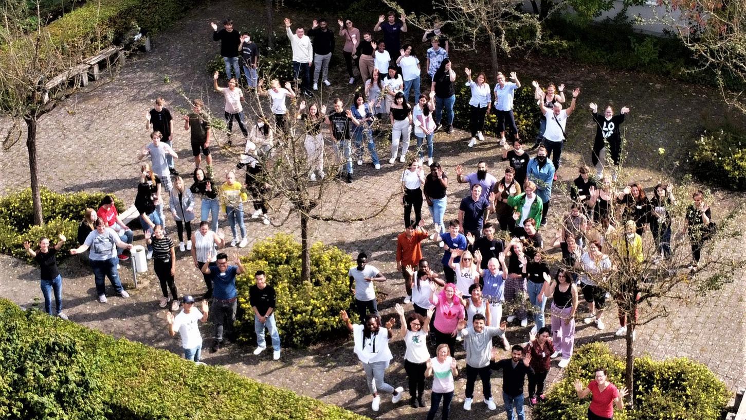 Ein Bild, über das sich Klinikvorstand Stefan Schilling besondetrs freute: Über 100 angehende Pflegekräfte begannen ihre dreijährige Berufsausbildung.