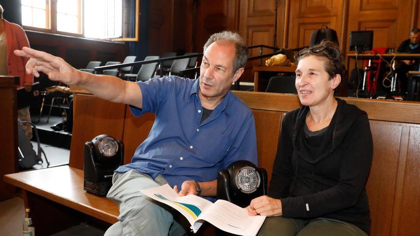 Von den Dokumentartheatermachern Hans-Werner Kroesinger und Regina Dura stammt das Stück