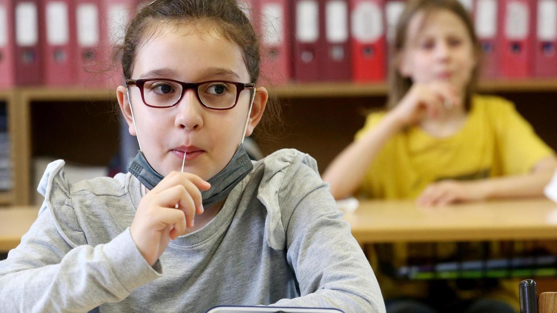 Der PCR-Pool-Test gilt als sehr sicher. Die Kinder werden getestet, bevor der eigentliche Unterricht losgeht.