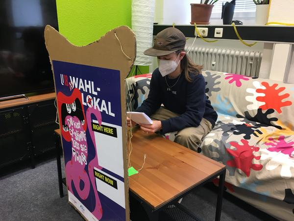 Ilias (15) hat am Freitag im Wahllokal des Nürnberger Jugendprojekts laut! gewählt