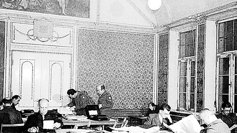 Im Steiner Schloss stießen die internationalen Beobachter der Nürnberger Prozesse auf ein ausnehmend gediegenes Ambiente. Der Gobelinsaal wurde zum Großraumbüro.