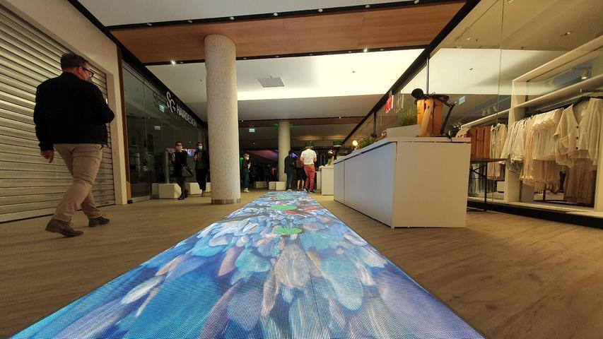 Einweihungsfeier im neuen Einkaufszentrum Flair mit geladenen Gästen, am Abend  vor der offiziellen Eröffnung  Das frühere City-Center wurde nach langem Leerstand komplett modernisiert.