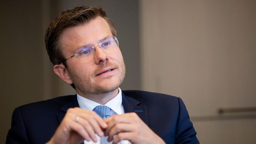 Nürnbergs Oberbürgermeister Marcus König freut sich über die hohe Wahlbeteiligung.