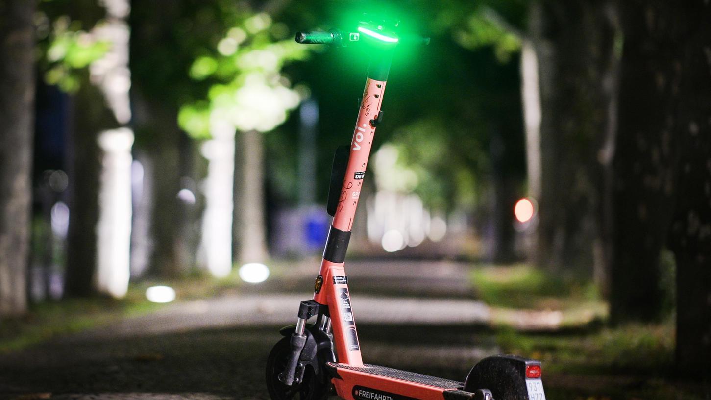 Elektro-Roller haben im Stadtgebiet rasant zugenommen. Bei der Benutzung gibt es aber einiges zu beachten. Die Polizei führt regelmäßig Kontrollen durch.