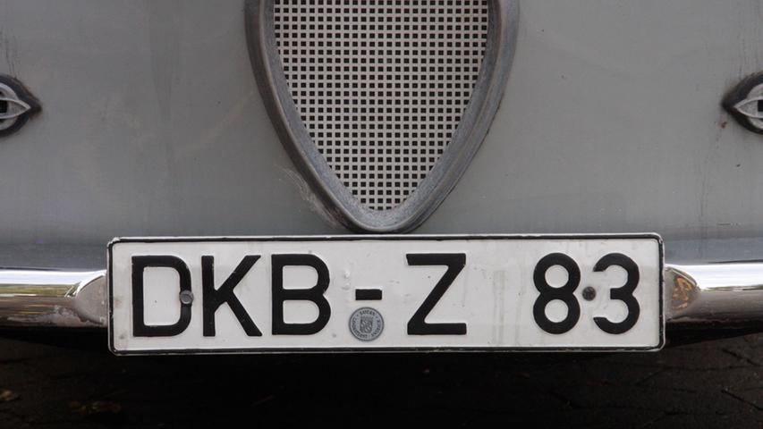 Im Landkreis Ansbach war der Ansturm zur Einführung der Altkennzeichen 2013 enorm; handelte es sich doch bei Dinkelsbühl (DKB), Feuchtwangen und Rothenburg ob der Tauberum Altlandkreise, die 1972 mit der kreisfreien Stadt Rothenburgin den Landkreis Ansbach eingegliedert wurden.