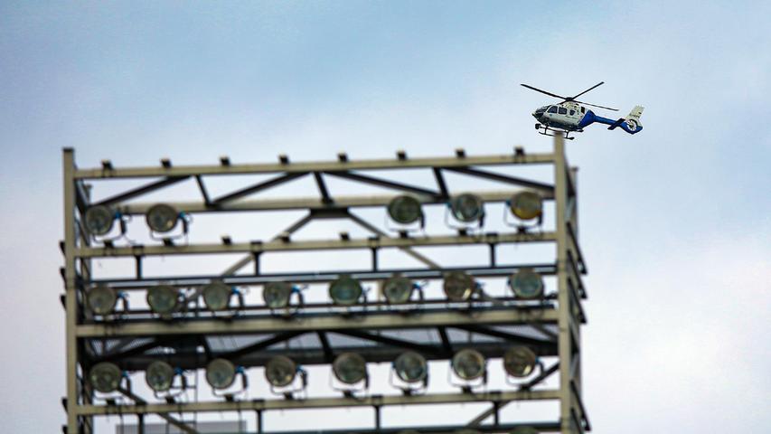 Im Vorfeld der Partie kreiste ein Polizeihubschrauber über dem Max-Morlock-Stadion.