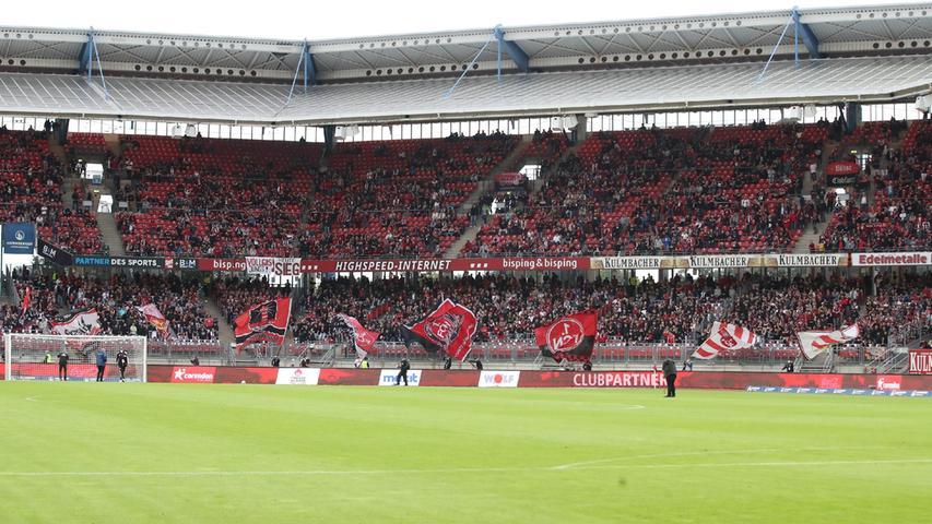 ...beim Club zwar der Stehblock der Ultras wieder geöffnet hat, die Gruppierungen sich jedoch weiterhin nicht in der Lage sehen, ins Stadion zurückzukehren.