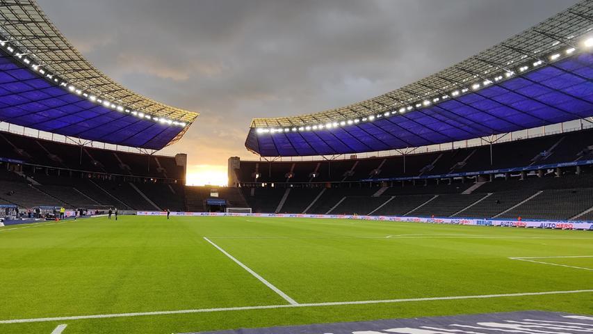 17.09.2021 --- Fussball --- Saison 2021 2022 --- 1. Fussball - Bundesliga --- 05. Spieltag: Hertha BSC Berlin - SpVgg Greuther Fürth ( Kleeblatt ) --- Foto: Sport-/Pressefoto Wolfgang Zink / WoZi --- DFL REGULATIONS PROHIBIT ANY USE OF PHOTOGRAPHS AS IMAGE SEQUENCES AND/OR QUASI-VIDEO ---   Impression - Stadion Arena Olympastadion Berlin