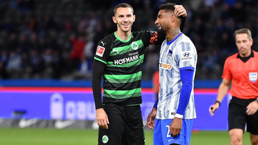 17.09.2021 --- Fussball --- Saison 2021 2022 --- 1. Fussball - Bundesliga --- 05. Spieltag: Hertha BSC Berlin - SpVgg Greuther Fürth ( Kleeblatt ) --- Foto: Sport-/Pressefoto Wolfgang Zink / WoZi --- DFL REGULATIONS PROHIBIT ANY USE OF PHOTOGRAPHS AS IMAGE SEQUENCES AND/OR QUASI-VIDEO ---   Branimir Hrgota (10. SpVgg Greuther Fürth ) Kevin-Prince Boateng (27, Hertha BSC Berlin )
