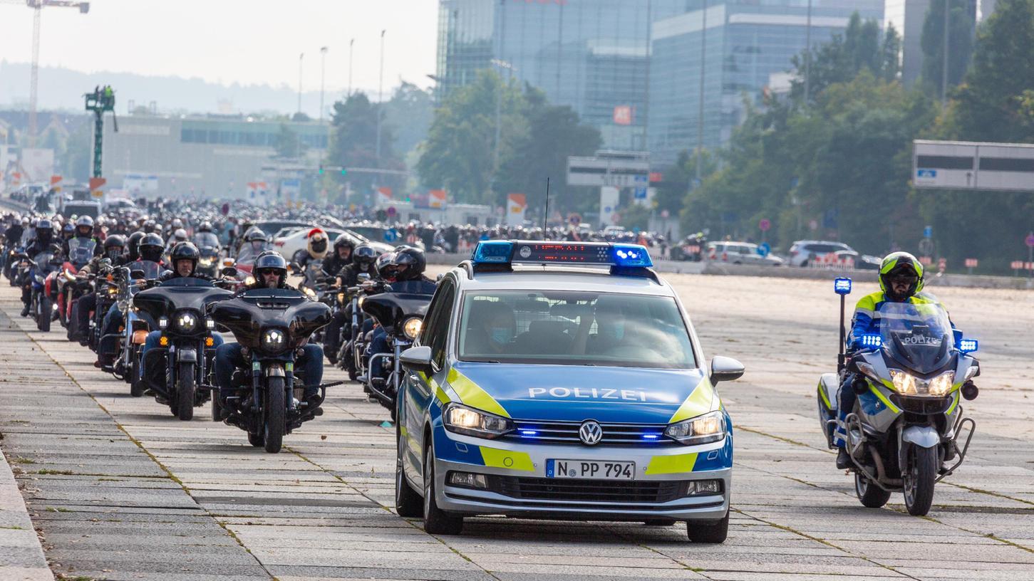 Die Polizei zieht nach der Motorraddemo mit Biker-Korso durch Nürnberg Bilanz.