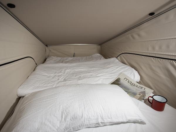 Unterm Aufstelldach: Schlafzimmer für zwei Personen.