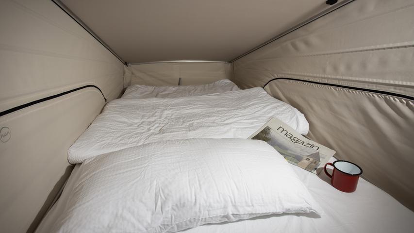 Bequemer schläft es sich ohnedies im Oberstübchen; die Matratze liegt auf auf komfortablen Tellerfedern auf.