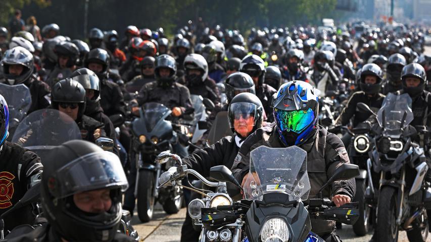 Nürnberg  , am 18.09.2021 Ressort: Lokales  Foto: Michael Matejka Volksfestplatz, Ride Free Motorraddemo mit Ride Free Germany Motorraddemonstration gegen drohende Motorradfahrverbote. Serie:1 Bild von 23