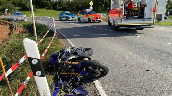 Biker wird bei Zusammenstoß mit Auto im Landkreis Forchheim schwer verletzt