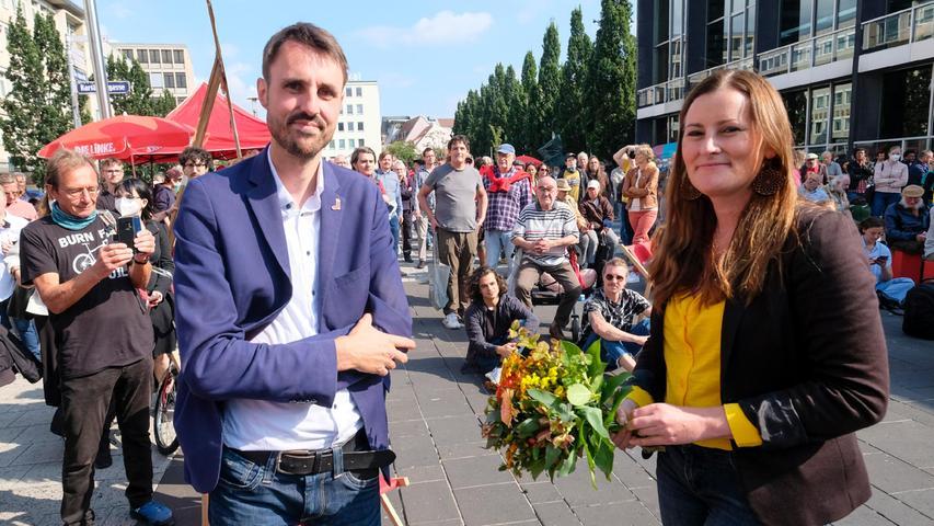 Nürnberg; 18.09.2021; Linken-Spitzenkandidatin Janine Wissler mit Titus Schüller;  Kornmarkt; Foto: Günter Distler