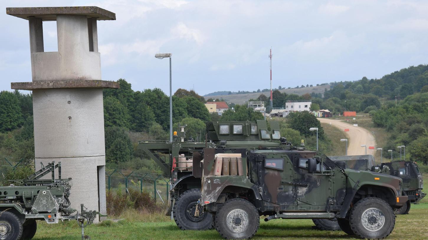 Gut abgesichert ist der Gefechtssstand der Stryker nahe der ehemaligen Ortschaft Kittensee, im Bildhintergrund zu sehen.